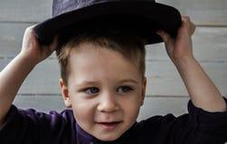 Un ragazzino in un cappello Fotografia Stock Libera da Diritti