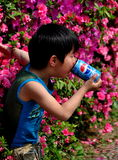 Pengzhou, Cina: Little Boy che beve Pepsi Fotografia Stock