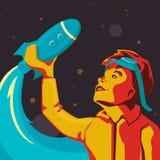 Un ragazzino con i vetri sul suo testa gioca in un razzo di spazio immaginario nello stile sovietico Immagine Stock