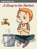 Un ragazzo che guarda la goccia di acqua Immagine Stock Libera da Diritti