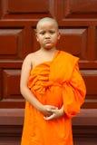 Un ragazzo come debuttante buddista Asia immagine stock