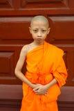 Un ragazzo come debuttante buddista Asia fotografia stock