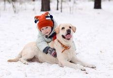 Un ragazzo con il cane Fotografia Stock Libera da Diritti