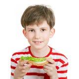 Un ragazzo con un panino Fotografia Stock Libera da Diritti