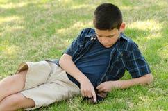 Bambino con la compressa Fotografia Stock