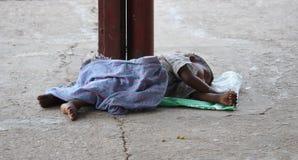 Un ragazzo povero fotografie stock libere da diritti