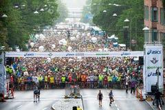 Un raincloud entrent juste avant le début d'ASICS Stockholm mars Photos libres de droits