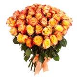 Un ramo de amarillo fresco - rosas rojas aisladas en el fondo blanco Fotos de archivo libres de regalías
