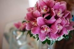 Un ramo de flores hermosas de orquídeas imagen de archivo libre de regalías