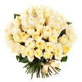 Un ramo de rosas blancas frescas aisladas en el fondo blanco Imagen de archivo