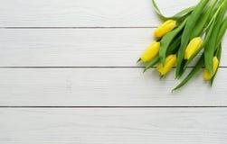 Un ramo de tulipanes amarillos fotografía de archivo