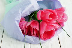 Un ramo de tulipanes rosados imagen de archivo