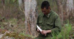 Un rappresentante di piccola e gente indigena di estremo Nord - un Udege video d archivio