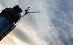 Un rascacielos de Blackfriars en Londres bajo construcción con cra Foto de archivo libre de regalías