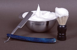 Un raser-ensemble complet : rasoir, brosse de rasage et une cuvette pour le shav photographie stock