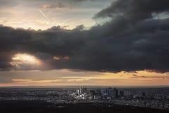 Un rayo de la luz del sol después de la tormenta parís Imagenes de archivo