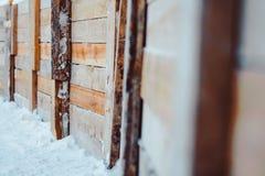 Un recinto fatto dei bordi sotto la neve Immagini Stock Libere da Diritti