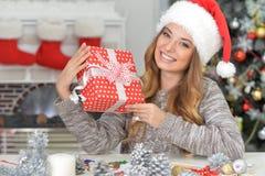 Un regalo para la Navidad Foto de archivo libre de regalías