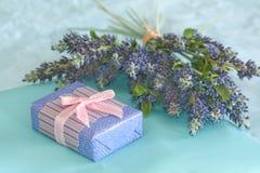 Un regalo para usted Foto de archivo libre de regalías