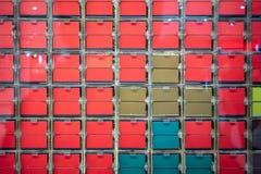 Un regard par la fenêtre de renverser le contrôle coloré de plat par des élém. Photos libres de droits