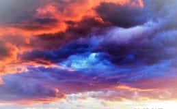 ¡Un relevo de colores en el cielo!!! Imagen de archivo