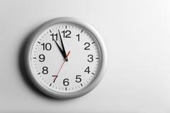 Un reloj de pared imagen de archivo