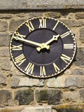 Un reloj del negro y del oro Fotos de archivo