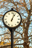Reloj del viejo estilo Fotos de archivo