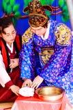 Un rendement du mariage coréen traditionnel. Images stock