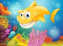 Un requin jaune de sourire sous la mer illustration stock