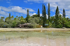 Un restaurant de hutte sur le chemin à la piscine naturelle aux goupilles de DES d'Ile Image stock