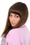 Un retrato de la belleza de una mujer joven con los ojos azules Foto de archivo
