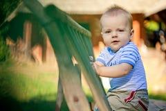 Un retrato de un bebé feliz imagen de archivo libre de regalías