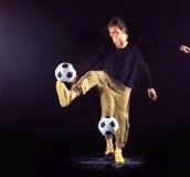 Un retrato de una fan con la bola en fondo gris del estudio Freestile Imagen de archivo