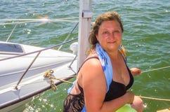 Un retrato de una mujer en un mar Imagen de archivo libre de regalías