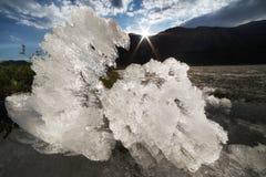 Un revoltijo de los fragmentos del hielo en la superficie del lago fotos de archivo libres de regalías