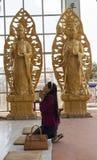 Un rezo budista Fotos de archivo libres de regalías