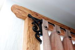 Un rideau en bois et rideau Photo stock