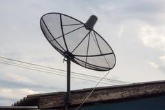Un riflettore parabolico sul tetto Fotografia Stock