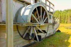 Un rimorchiatore di legno utilizzato nell'industria della registrazione nel passato immagini stock libere da diritti