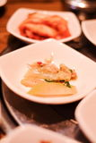 Un ristorante coreano tradizionale con i vari piatti laterali Piatti laterali del pasto coreano dello sprou di verdure del fagiol Fotografie Stock