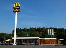 Un ristorante di McDonald's Immagine Stock