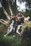 Un ritratto del giovane due che posa con i vestiti alla moda Fotografia Stock Libera da Diritti