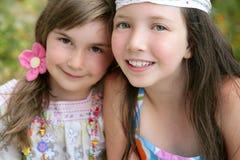 Un ritratto del primo piano di due sorelle della bambina Fotografie Stock Libere da Diritti