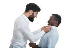 Un ritratto del primo piano di una discussione pazza sviluppata di due uomini, Fotografia Stock