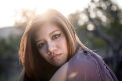 Un ritratto della donna asiatica di emozione con illuminazione Fotografia Stock
