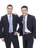 Un ritratto dello studio di due uomini d'affari Immagine Stock Libera da Diritti