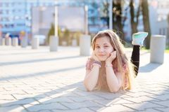 Un ritratto di 10 anni di scolara felice Immagine Stock Libera da Diritti