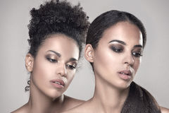 Un ritratto di bellezza di due ragazze afroamericane Fotografia Stock