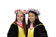 Un ritratto di due allievi di laurea felici Fotografia Stock Libera da Diritti